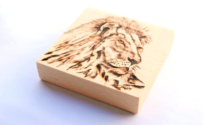 leon pirograbado